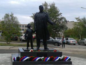 Памятник И. Х. Ромазана